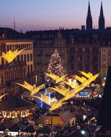 Wiesbaden Christmas market, visitors enter the old castle square through 4 gates decorated with stars.