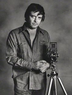 Photographer David Bailey - Famous people with Rolleiflex TLR Cameras Photography Camera, Digital Photography, Human Photography, Fashion Photography, Famous Photographers, Portrait Photographers, David Bailey Photographer, Photographer Self Portrait, Vogue Magazin