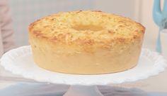 INGREDIENTES 2 colheres (sopa) de manteiga 4 ovos 1 Leite MOÇA® (lata ou caixinha) meia xícara (chá) de açúcar 1 xícara (chá) de coco fresco ralado 2 colheres (sopa) de queijo parmesão ralado meio quilo de mandioca crua, ralada 1 xícara (chá) de farinha de trigo meia colher (sopa) de fermento em...