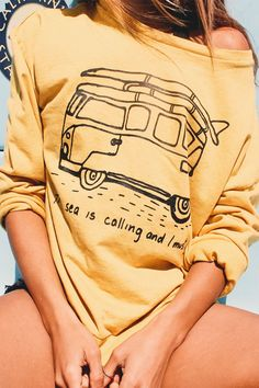 When the sea calls its time to go, and what better way to get going than in our vintage The Sea is Calling and I Must Go sweatshirt