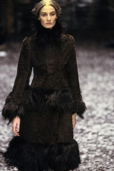 See detail photos for Alexander McQueen Fall 2000 Ready-to-Wear collection.
