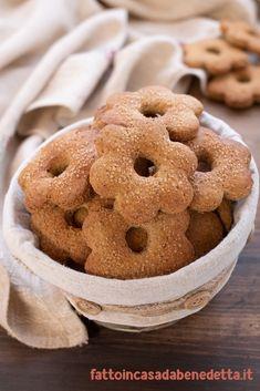 BISCOTTI RUSTICOTTI DI BENEDETTA. RICETTA FACILE. Italian Pastries, Italian Desserts, Somoa Cake, Sweet Light, Yummy World, Best Apple Pie, Biscotti Cookies, Vanilla Cookies, Biscuits