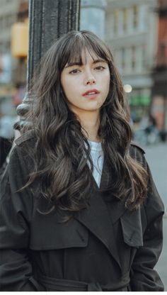 She looks more western with a touch of asian. Very nice x My Hairstyle, Hairstyles With Bangs, Medium Hairstyles, Hair Inspo, Hair Inspiration, Inspo Cheveux, Grunge Hair, Dream Hair, Love Hair