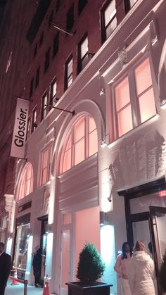 f0e2f6e1f9f Glossier Opens Their First Store - Glossier Beauty Showroom in NYC ...