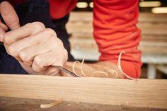 Le travail du bois dans les Ateliers Avenel. http://atelierdecreateur.fr/vitrine/avenel/