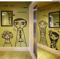 No projeto da arquiteta Bruna Riscali, o hall do elevador recebeu pintura grafitada com caricaturas dos moradores, assinada pelo artista Bruno Dias.                                                                                                                                                     Mais