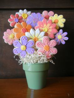 Cara Bella Cookies : Cookie Bouquets. Cute idea for Easter dinner dessert table.