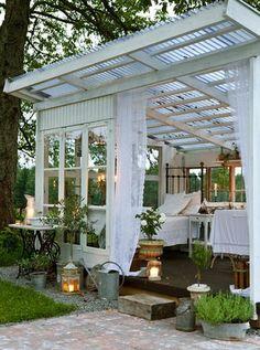 Sehe dir das Foto von Pusteblume mit dem Titel Romantisches Gartenhäuschen und andere inspirierende Bilder auf Spaaz.de an.