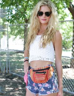 Awesome summer look at Lollapalooza Festival, Chicago. #bumbag #floral #crochet