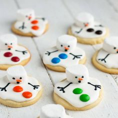 These melted snowman cookies are the perfect treat for a snowy winter's day when you're wishing it was spring! I've spent the last two weeks in Virginia hanging out with family and visiting friends. Holiday Baking, Christmas Baking, Melted Snowman Cookies, Hot Chocolate Bars, Christmas Sugar Cookies, Cupcakes, Cookies For Kids, Recipe Link, Cookies Et Biscuits