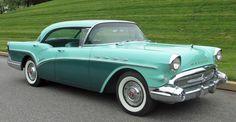 Buick Century Riviera Sedan de 1957. Motor V8 de 5965 cc y 300 CV.
