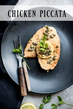 Great and tasty chicken dinner. This chicken piccata will please the entire family. The chicken is tender, delicious and tasty. Western Food, Pinterest Recipes, Pinterest Food, Chicken Piccata, Food Tasting, Diet Recipes, Yummy Recipes, Chicken Recipes, Savoury Dishes