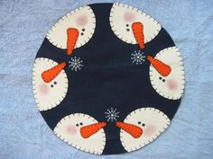Snowman pattern: First Snowfall 405 by adelinescrafts on Etsy Sewn Christmas Ornaments, Christmas Sewing, Felt Christmas, Felt Ornaments, Christmas Crafts, Penny Rug Patterns, Wool Applique Patterns, Felt Applique, Snowman Quilt