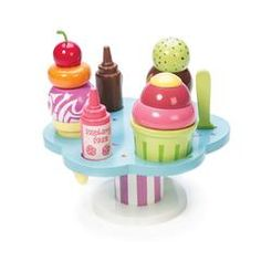 Everyone loves gelato, with the Carlos Gelato set. Drizzle your gelato with raspberry or chocolate sauce and you will have a sweet and delicious treat. Create a guilt-free dessert with this wooden gelato set, by Le Toy Van. Ice Cream Stand, Ice Cream Set, Gelato Ice Cream, Ice Cream Parlor, Wooden Play Food, Wooden Toys, Van Kitchen, Baking With Honey, Quinceanera