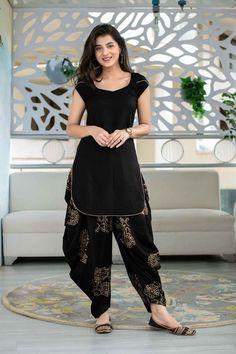 #salwarsuit #salwarsuits #SalwarSuitOnline #salwarsuitmaterial #salwarsuitspartywear #salwarsuitneckdesigns Stylish Kurtis Design, Stylish Dress Designs, Dress Neck Designs, Fancy Blouse Designs, Designs For Dresses, Silk Kurti Designs, Kurta Designs Women, Kurti Designs Party Wear, Sharara Designs