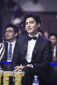 Lee Min Ho wins influential Weibo award