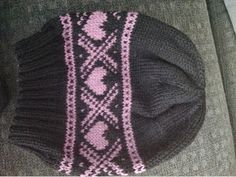 Solines verden: Lue med hjerter Knitting For Kids, Hand Knitting, Knitting Patterns, Fingerless Gloves Knitted, Knitted Hats, Quick Knits, Fair Isle Knitting, Drops Design, Knit Fashion