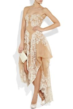 ALEXANDER MCQUEEN Lace and organza strapless gown
