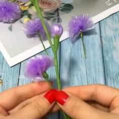 Origami Flowers, Diy Flowers, Paper Flowers, Diy Crafts Hacks, Easy Crafts, Butterfly Wallpaper Iphone, Bottle Top Crafts, Nylon Flowers, Flower Video