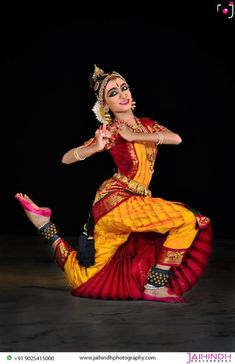 Photography And Videography, Dance Photography, Amazing Photography, Cultural Dance, Dance Dreams, Indian Classical Dance, Outdoor Shoot, Wedding Highlights, Dance Poses