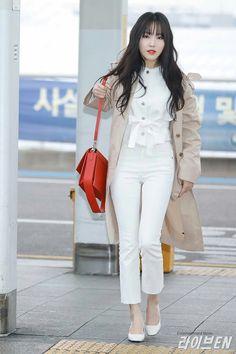 Fashion Books, All Fashion, Star Fashion, Korean Fashion, Female Fashion, South Korean Girls, Korean Girl Groups, Sinb Gfriend, Airport Style