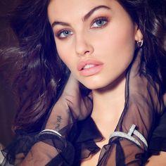Face Aesthetic, Aesthetic Girl, Gossip Girl Blair, Thylane Blondeau, Beautiful Eyes, Hoop Earrings, Building Plans, Beauty, Jewelry