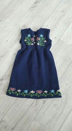 Bilde fra nett Traditional Dresses, Summer Dresses, Knitting, Flowers, Ideas, Fashion, Tejidos, Moda, Tricot