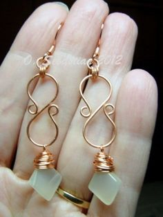 Here's a chance to win a pair of my newest earrings - named Bellus by a vote of my fans. Winner will receive this exact pair with moonstone drops. Wire Jewelry Designs, Jewelry Crafts, Wire Earrings, Earrings Handmade, Drop Earrings, Copper Jewelry, Beaded Jewelry, Jewellery, Bijoux Fil Aluminium