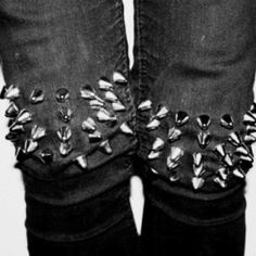Studded knees, can't imagine it feels great to kneel in these but they sure do look awesome!