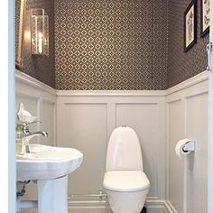Just love this guest toilet by Our wallpaper Edvin is truly one of my favourites! West of Sweden Small Toilet Room, Guest Toilet, Small Bathroom, Downstairs Cloakroom, Downstairs Toilet, Bad Inspiration, Bathroom Inspiration, Home Interior, Interior Design Living Room