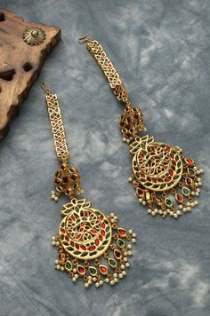 Indian Earrings, Gold Earrings, Bridal Jewelry Vintage, Gold Hair Clips, Hair Chains, Green And Gold, Red Green, Victorian Jewelry, Artisan Jewelry
