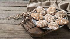 Velikonoční perníčky: recepty na hned měkké a bílkovou polevu Deserts, Tray, Baking, Sweet, Food, Essen, Candy, Bakken, Postres