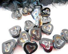 x 2 perles coeur  14 mm en verre de Bohème noir antique.