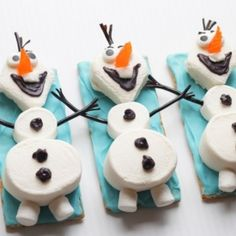 Disney's new movie FROZEN is sure to melt your heart. And this Olaf the Snowman snack craft will definitely melt in your mouth.