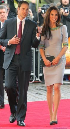 Kate wearing UK designer Matthew Williamson for the London première of African Cats