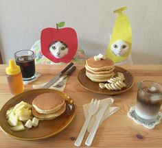 Hatchan and Oko ~ mother apple, father banana Crazy Cat Lady, Crazy Cats, I Love Cats, Cool Cats, Sushi Cat, Bad Cats, Cat Costumes, All About Cats, Cat Treats