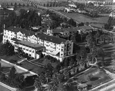 Hills Hotel turned 100 years old this year and was recognized by the City of Beverly Hills as a Historic Landmark. Beverly Hills Hotel, The Beverly, Los Angeles Library, Historical Landmarks, Los Angeles County, Historic Homes, Aerial View, Cool, Paris Skyline