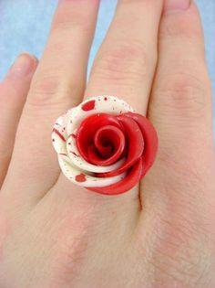 Encontre esto: 'Paint The White Roses Red - Adjustable Ring' en Wish, ¡échale un ojo!