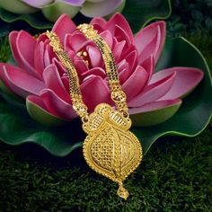 Explore the trendy collection of Gold Mangalsutra design at Waman Hari Pethe Sons. Rose Gold Jewelry, Bridal Jewelry, Gold Jewellery, Jewellery Designs, Baby Jewelry, Mehndi Designs, Beaded Jewelry, Gold Mangalsutra Designs, Jewellery Showroom