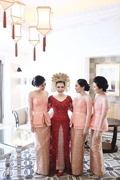 Do you want hair care tips? Hairstyle Look. Kebaya Lace, Kebaya Brokat, Kebaya Dress, Batik Kebaya, Batik Dress, Indonesian Kebaya, Indonesian Wedding, Kebaya Wedding, Model Kebaya