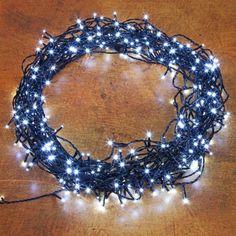Pflanzen-Kölle LED Ricelight-Lichterkette 360 Lichter, mit Trafo, kaltweiß, 27 m, schwarzes Kabel  Für üppige Lichtblicke und leuchtende Wow-Effekte: LED Ricelight-Lichterkette mit 360 kaltweißen Lichtern und schwarzem Kabel für Innen und Außen.