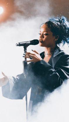 Rihanna's 50 Best Beauty Looks - Her Crochet Rihanna Baby, Rihanna Mode, Rihanna Riri, Rihanna Style, Rihanna Music, Rihanna Outfits, Rihanna Photoshoot, Beyonce, Divas