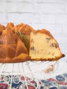 Teníamos unas ganas locas de enseñaros la receta de este bundt cake de chocolate blanco y...