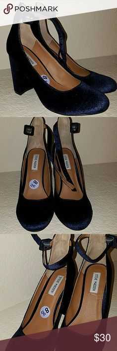 Steve Madden Navy Velvet Shoes Beautiful Steve Madden Navy Velvet Heels.  Worn once. Size 8 1/2 Steve Madden Shoes Heels