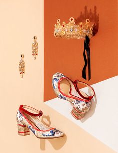 A true queen deserves the best shoes to walk. And we've got the perfect ones! ELEH SS'16  #eleh1840 #elehshoes #SS16