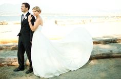 Stunning! Bride and groom Vancouver beach (Vanessa Voth Photography)