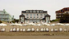 Sobre la playa en Carilo Mansions, House Styles, Home Decor, Ocean Views, Forests, Beach, Luxury Houses, Interior Design, Home Interior Design