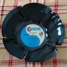 1000 ideas about record bowls on pinterest vinyl record for Crafts with old records