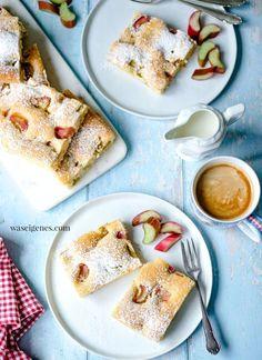 Ruck Zuck Rhabarberkuchen vom Blech! Schneller und einfacher Blechkuchen mit Rhabarber. Wunderbar saftig, fruchtig-sauer und einfach lecker | Rezept: waseigenes.com | #rhabarberkuchen