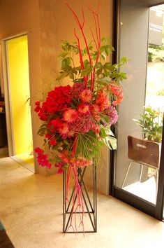 ギンコスタイルのスタンド花 華やかで豪華なギンコのスタンド花です! 開店祝いや、コンサート・公演会にどうぞ。 用途や色、イメージなどのご指定のある場合は早めにご相談下さい! スタンド花のオーダーはメールまたはFAXでお願い致します ※オーダーシートをご利用下さ...